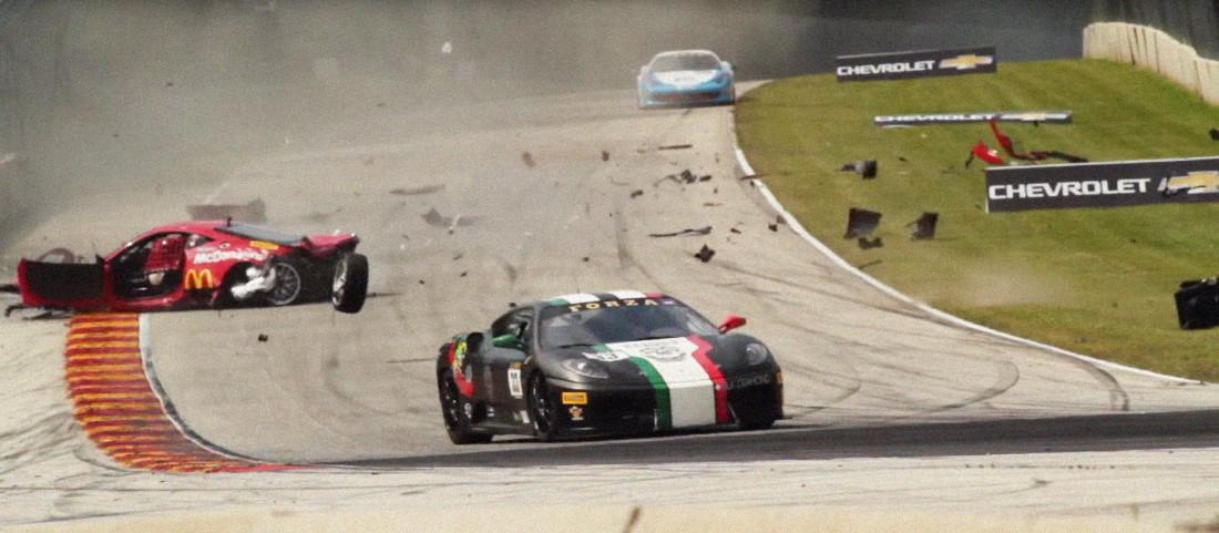 А после оградки разбитую Ferrari разбросало по треку