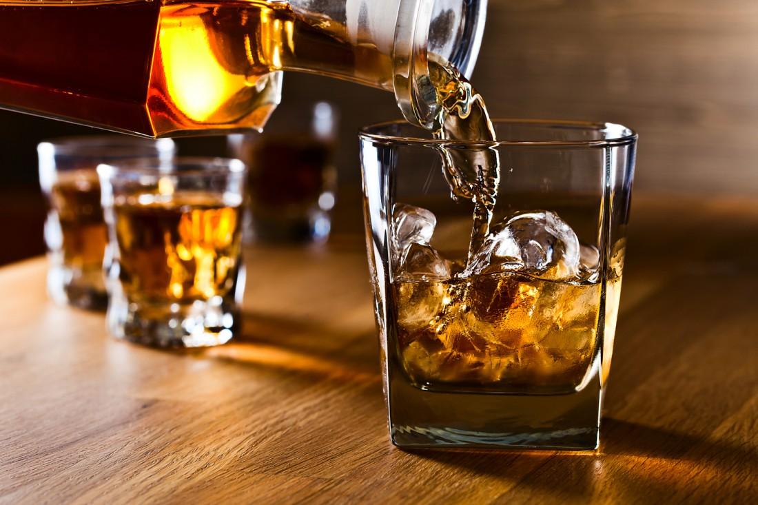 50 граммов хорошего виски — отличный способ расслабиться после тяжелого рабочего дня