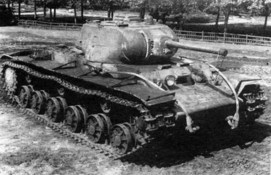 КВ-1С имел довольно неплохое орудие, но слабое бронирование, посредственную подвижность и такую же скорость передвижения