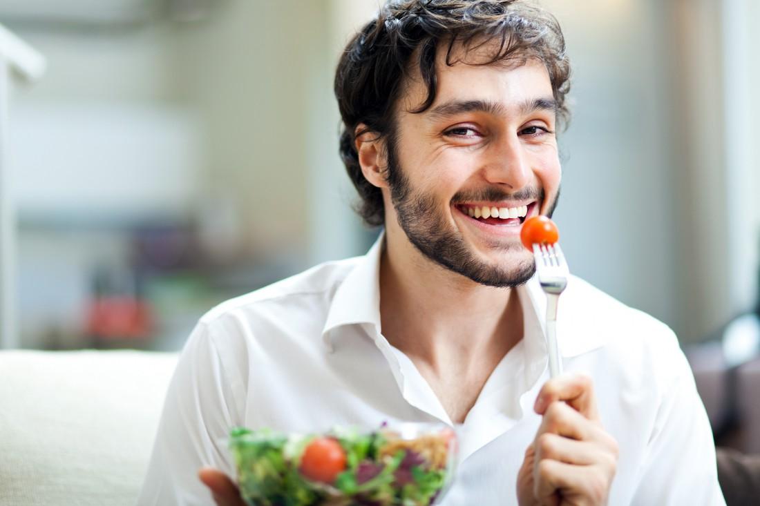 Лопать старайся только здоровое и не обременяющее желудок