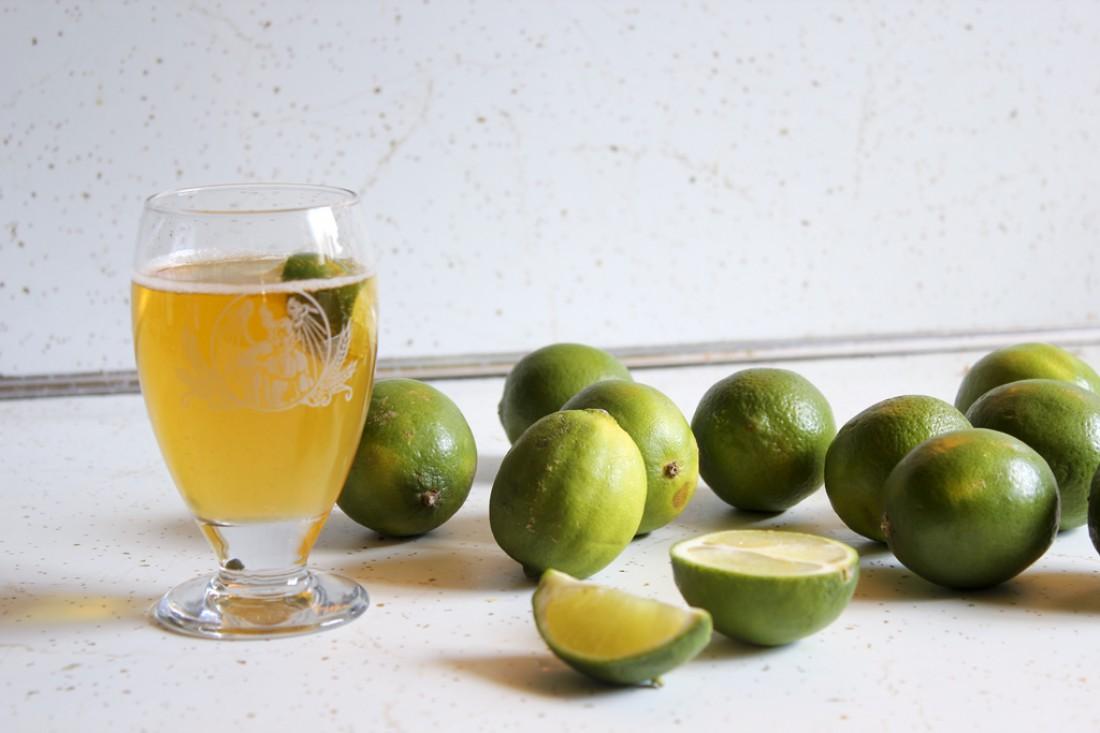 Белое пиво имеет фруктовый привкус и отлично освежает