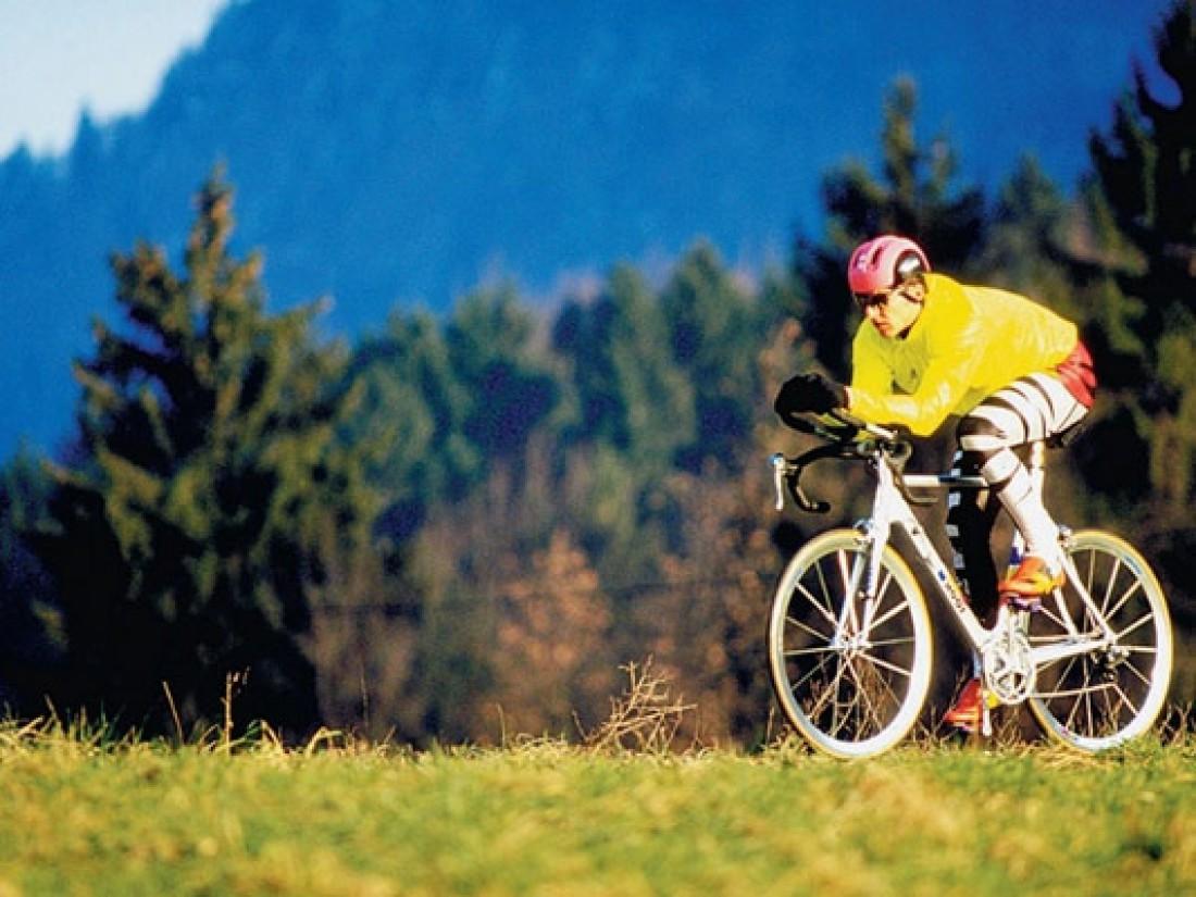 После работы не ленись покататься на велосипеде — будешь здоровее