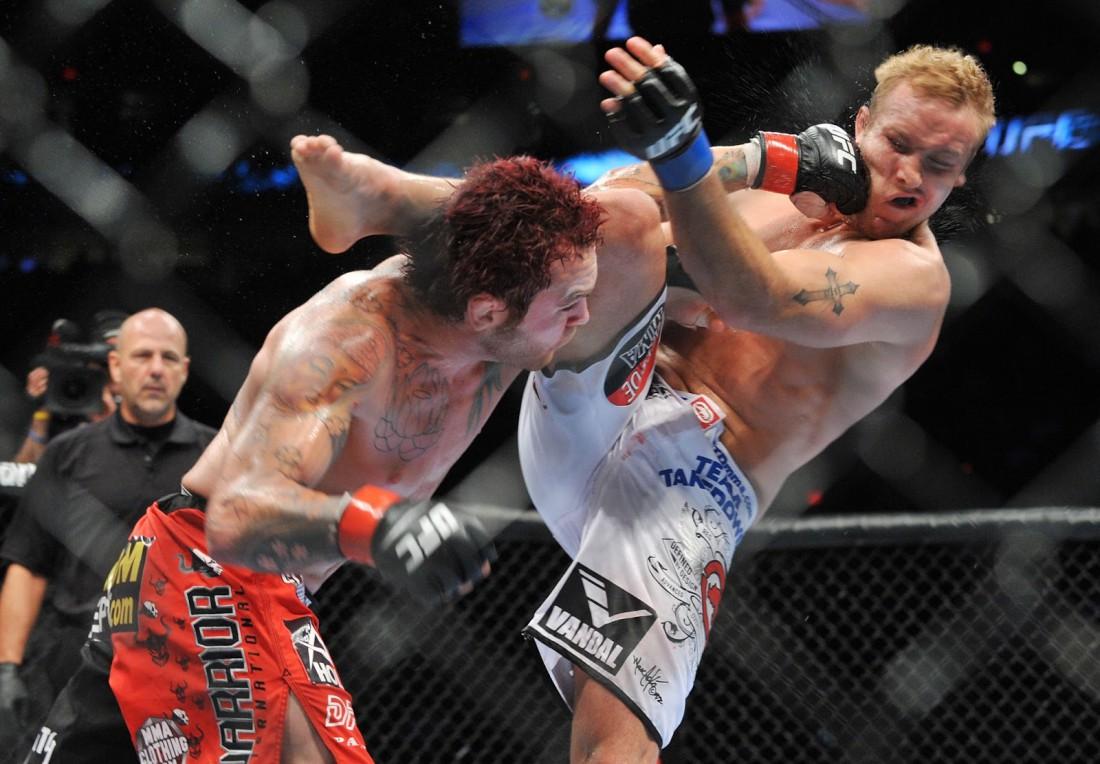 После боя участники не всегда в состоянии спускаться с ринга