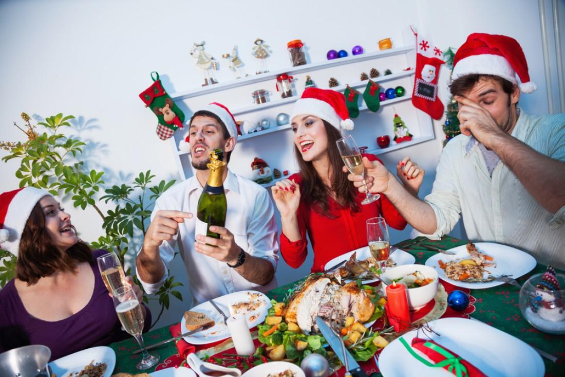 Не забывай: новогодние застолья - это прежде всего общение, а не пьянка и обжорство