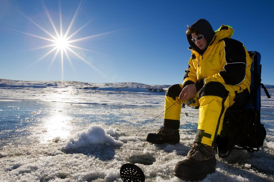 Зимняя рыбалка — идеальное место побыть наедине и подальше от жены