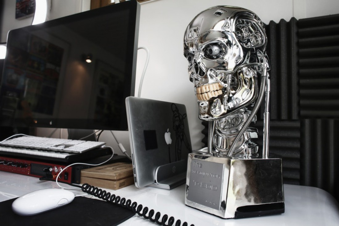 Terminator T-800 Endoskeleton Smart Speaker & Camera