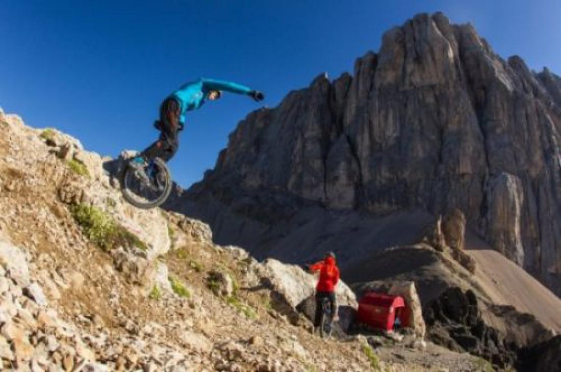 Скатиться с горы на одном колесе — только для экстремалов и людей подшофе