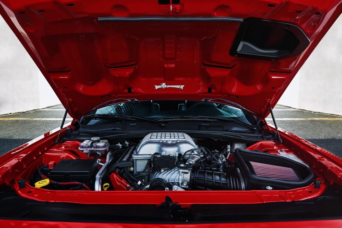 Под капотом у Dodge Challenger SRT Demon прячется 6,2-литровый 85-сильный V8