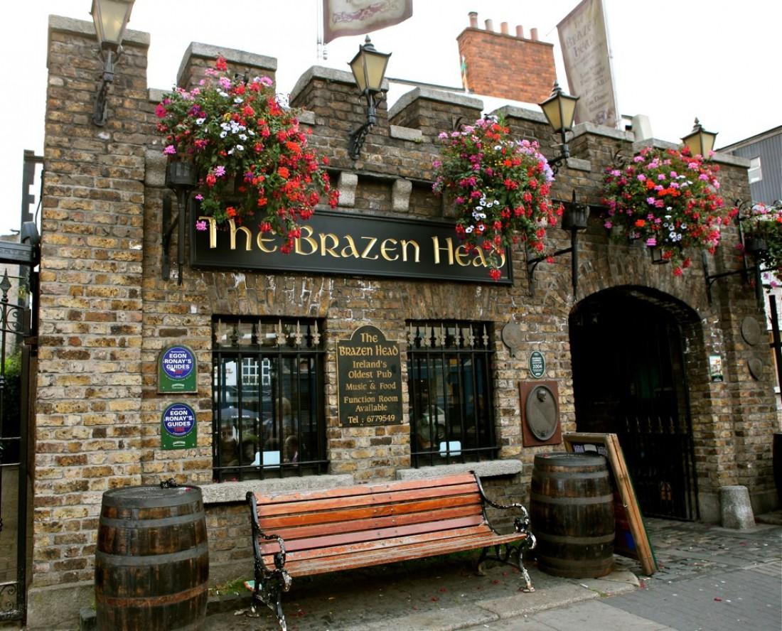 Вход в Brazen Head Pub