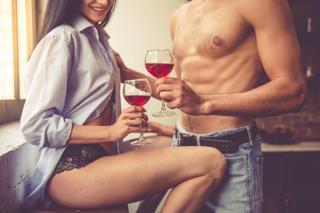 Винный презент — шикарное дополнение к яркому сексу на 8 марта