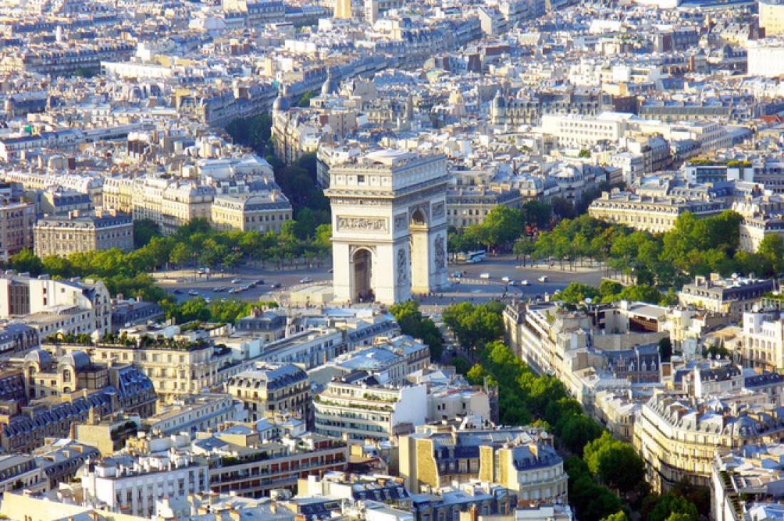 Кольцевая развязка вокруг Триумфальной арки (Париж, Франция)