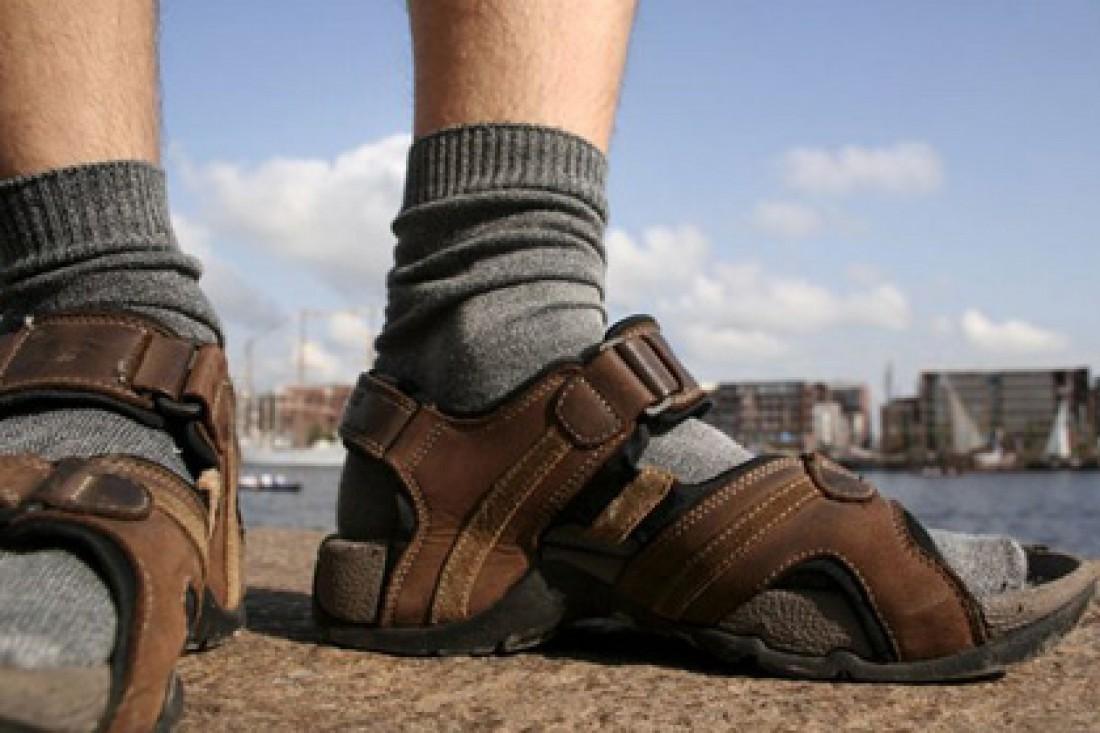 Носки в сандалии. Так быть не должно