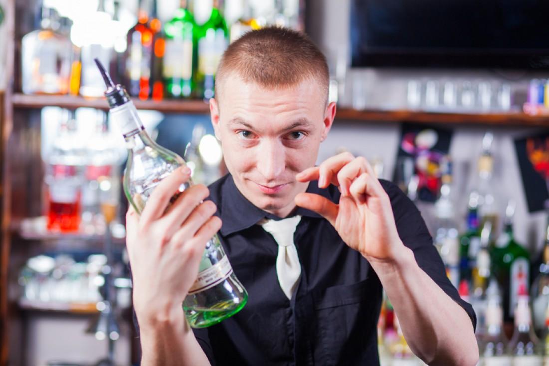 Подружишься с барменом — и он обязательно тебе поможет