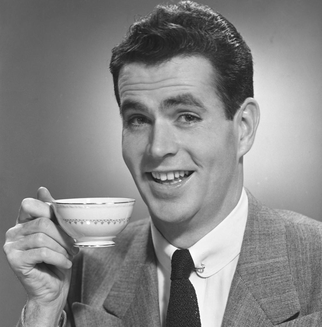 Женщина зовет к себе на чай — у мужчины тут же хорошее настроение