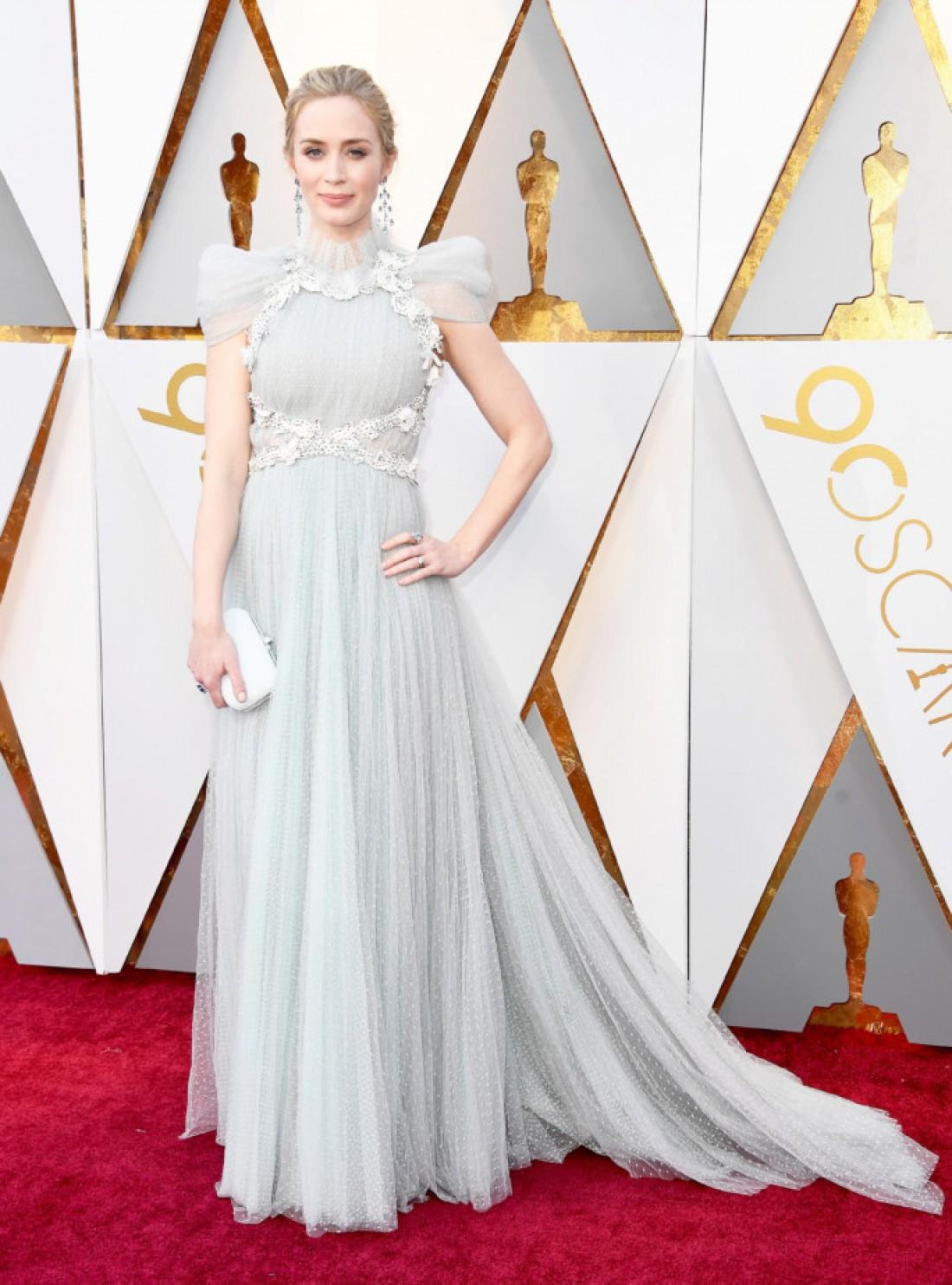Эмили Блант в платье Schiaparelli и украшениях Chopard