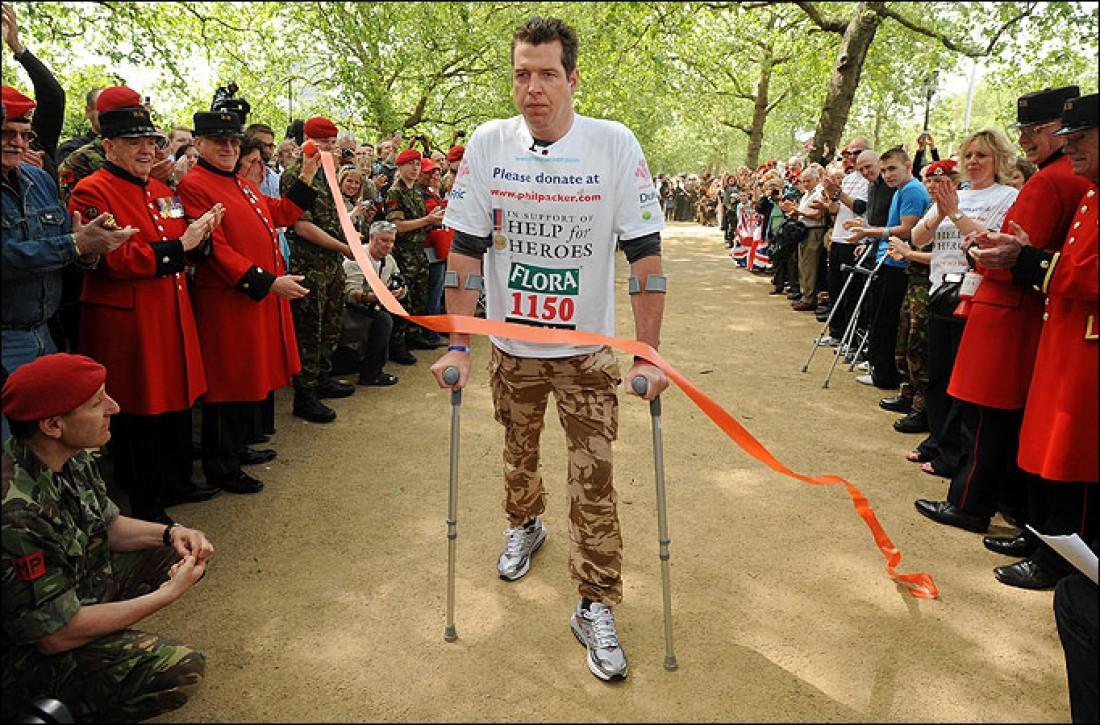 Майор армии Великобритании Фил Пакер своим прохождением марафона собрал $1,2 миллиона