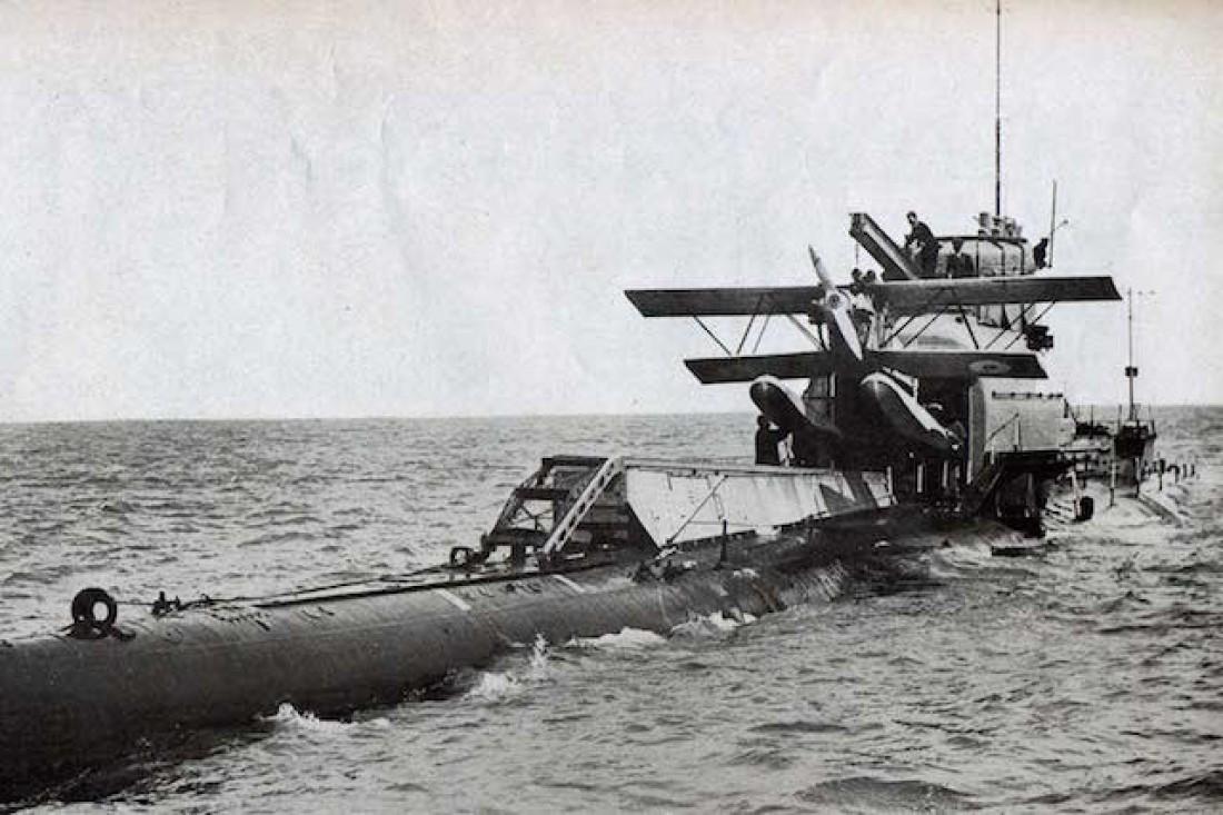 HMS M2 носила в своем брюхе кукурузника