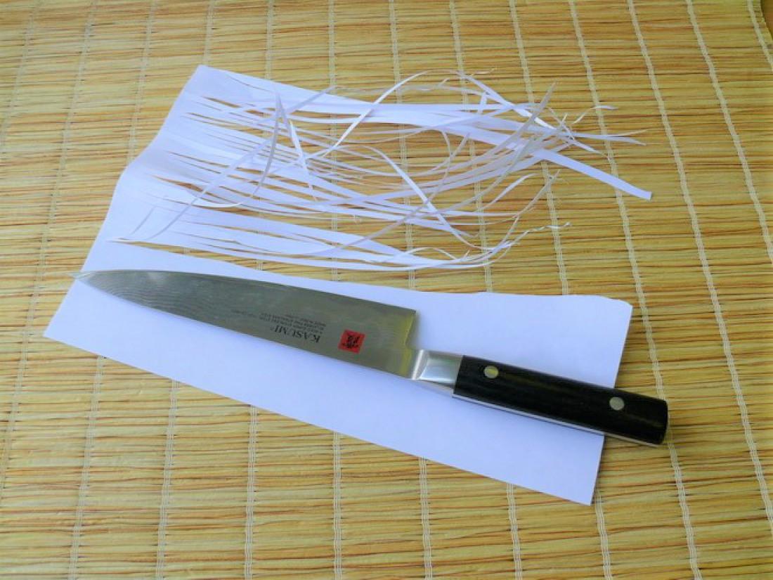 Полоски бумаги, нарезанные по-настоящему острым ножом