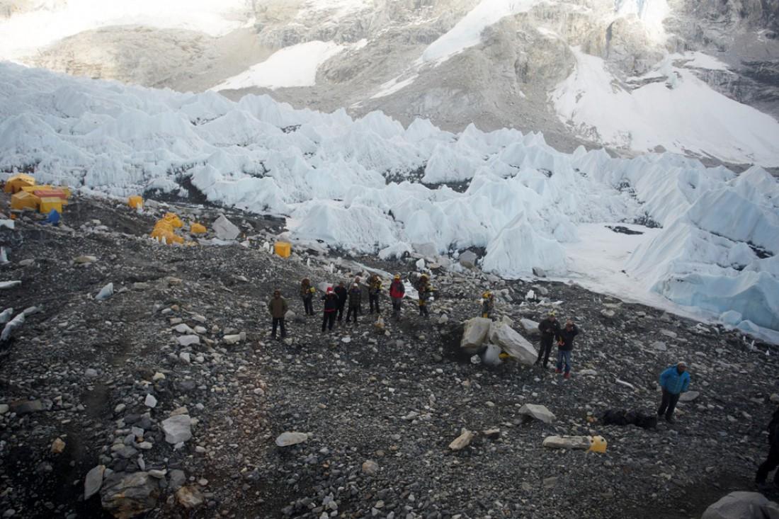 Восхождение на Эверест начинается с подъема к Базовому лагерю (+/- 5 тыс м)