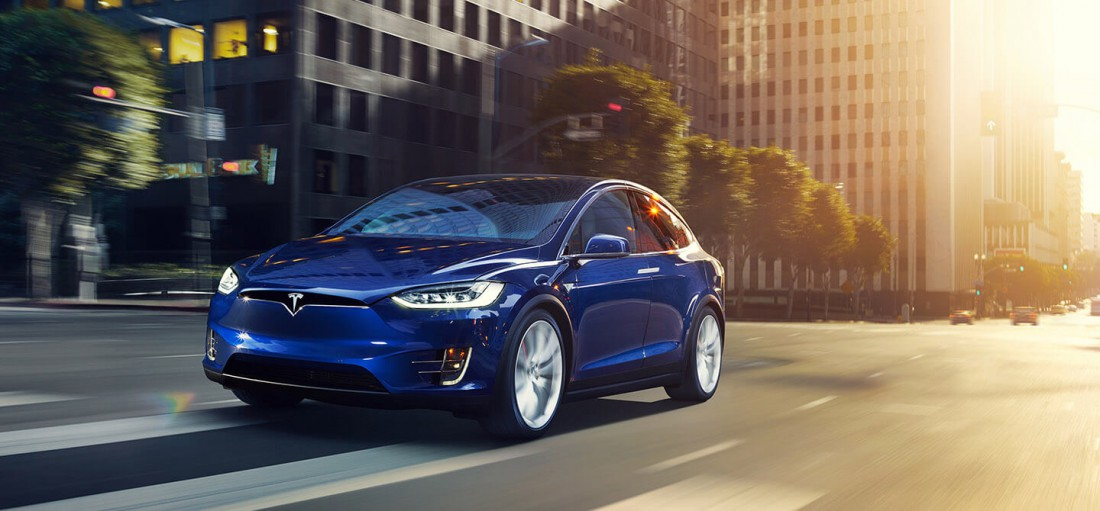 Tesla Model X — самый быстрый серийный кроссовер в мире!