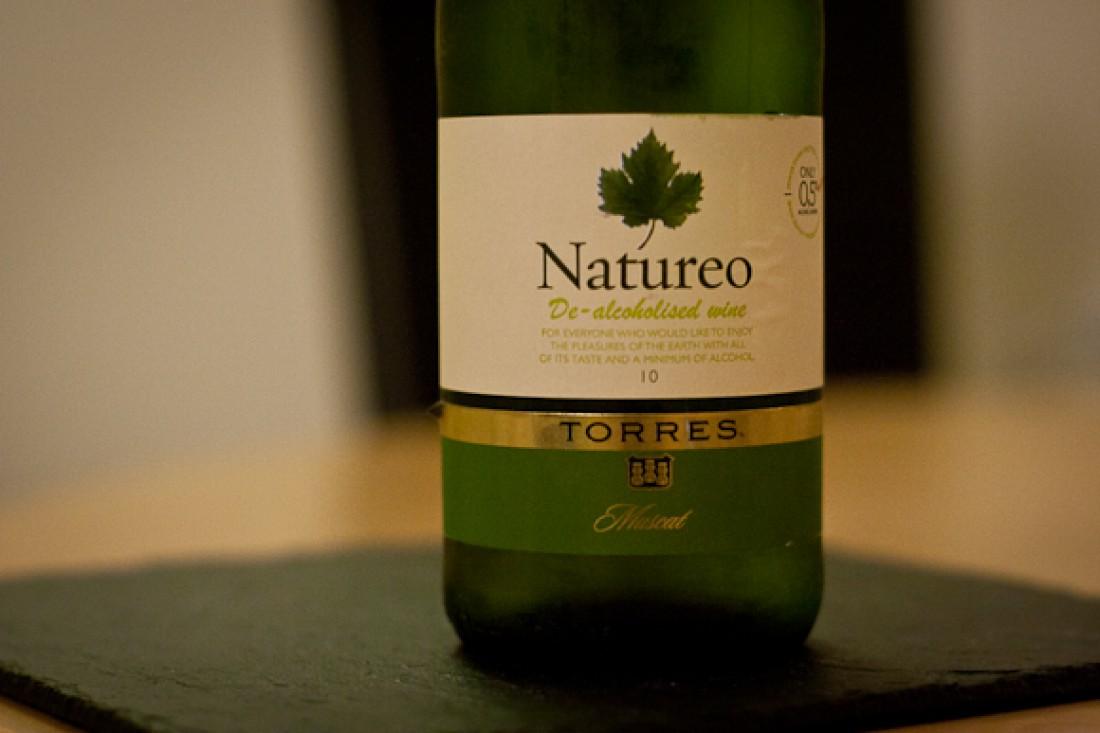 Natureo — красное сухое безалкогольное вино