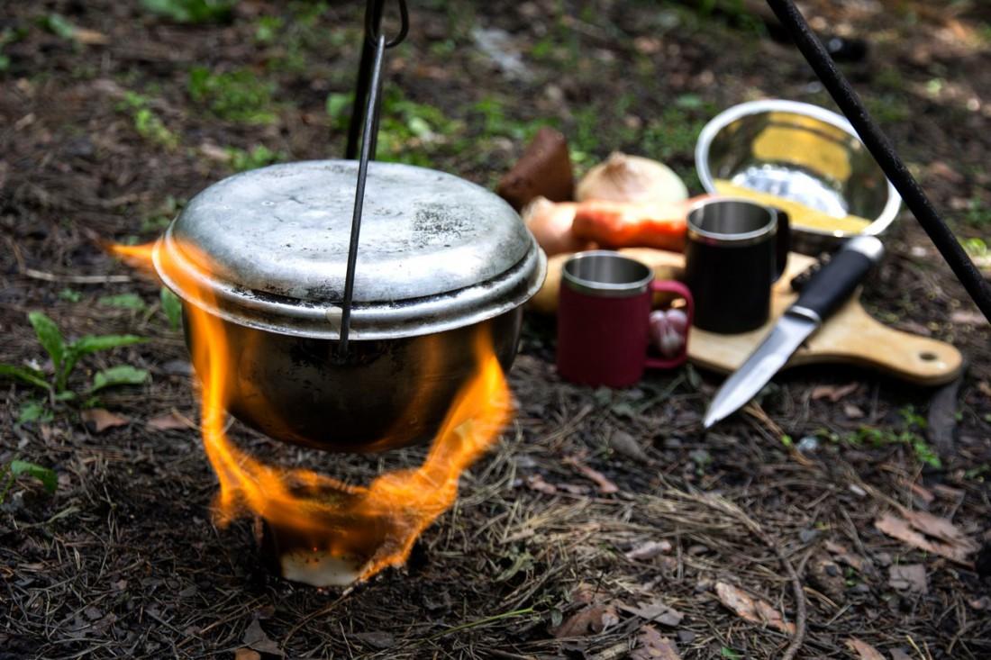 Сухое горючее поможет с легкостью развести костер