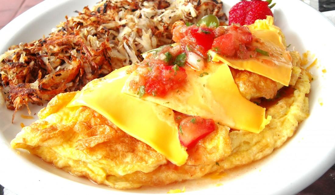 Начинай свой день с вкусного завтрака. Например, с омлета с мясом