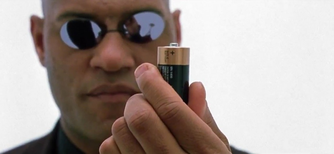 Легендарный Морфиус и батарейка. Кадр из к/ф
