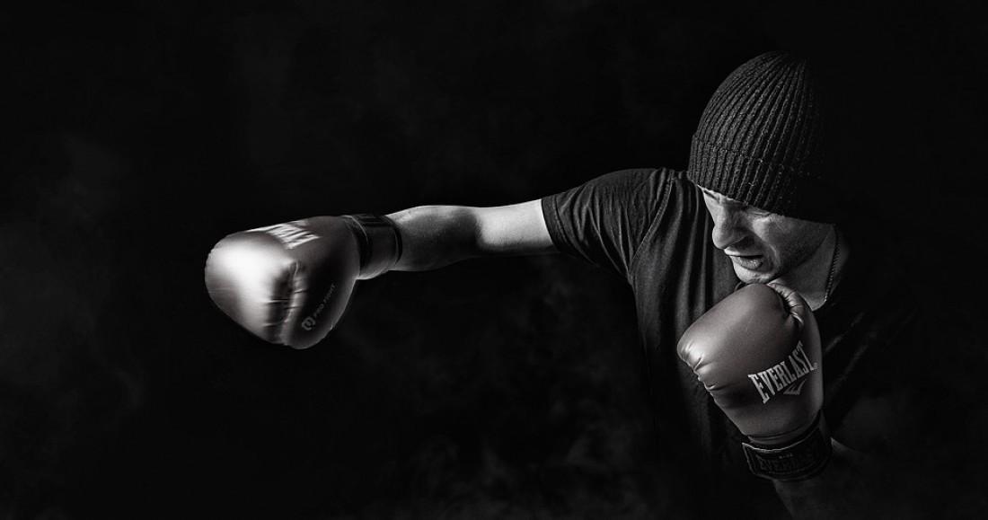 Бокс. Шикарно тренирует силу удара. И помогает сжигать доп.калории