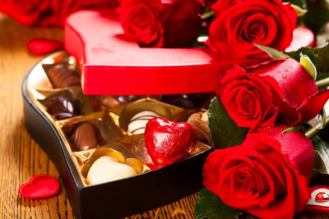 Цветы и сладенькое — must have на День святого Валентина