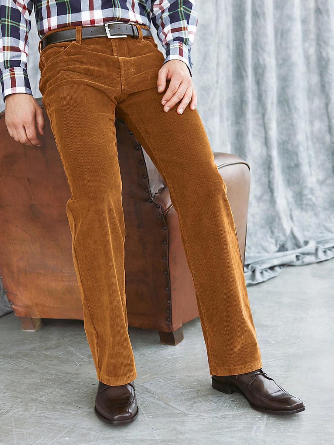 Вельветовые брюки. В них будешь похож на ковбоя. Зато не замерзнешь
