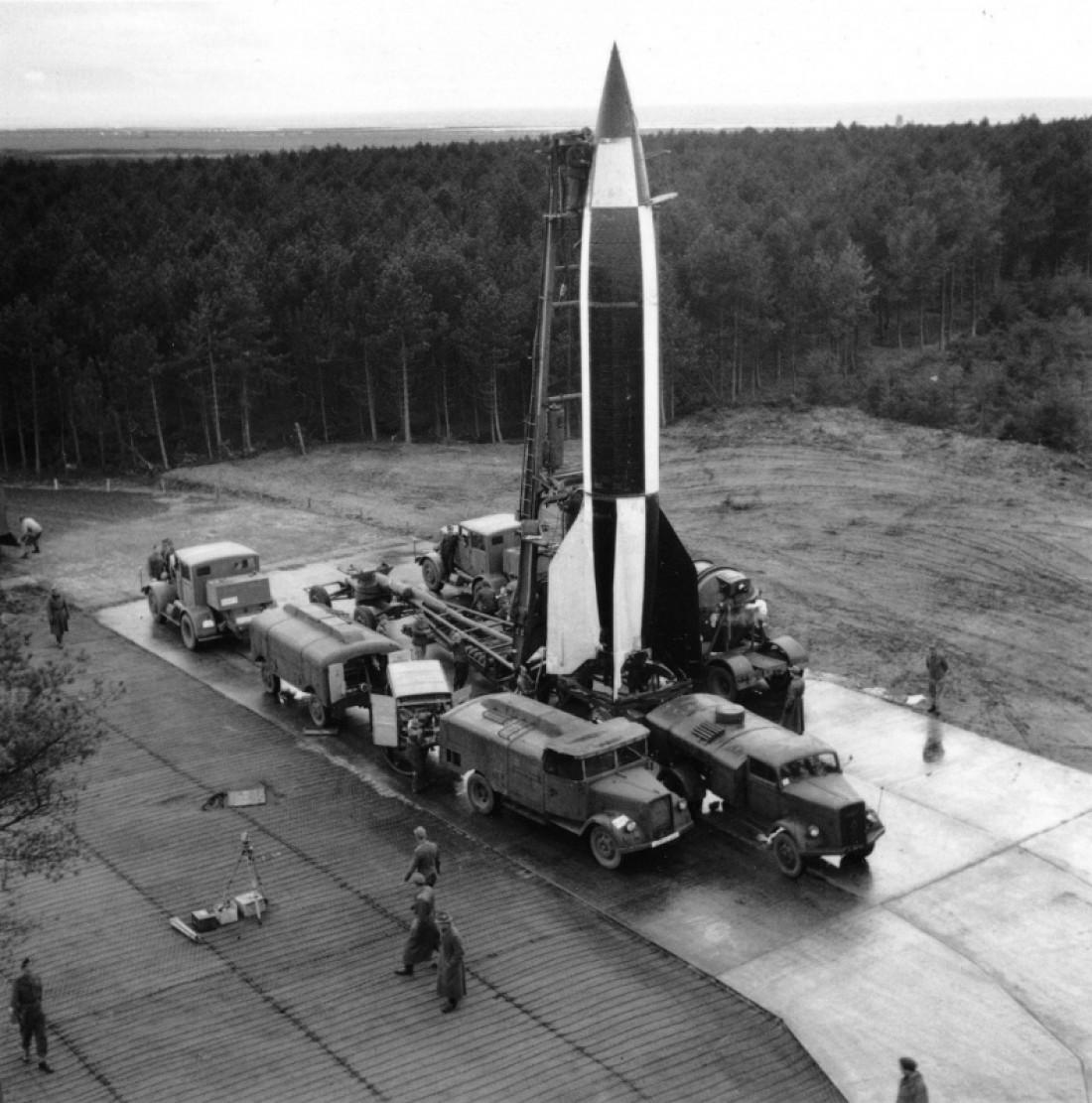 Подготовка немецкой ракеты