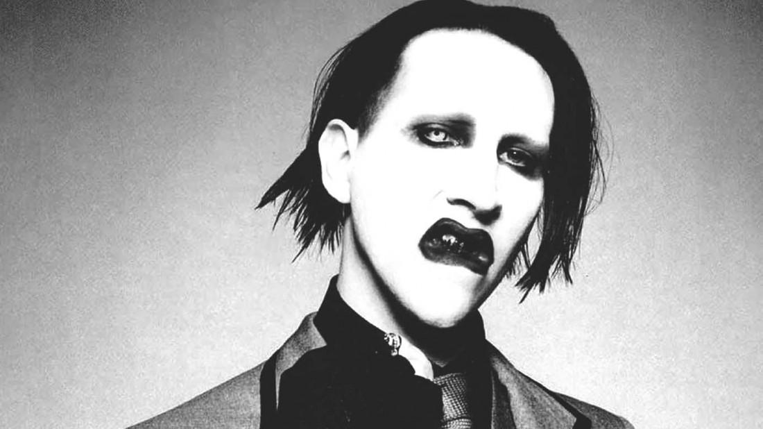 Мэрилин Мэнсон — американский рок-певец, поэт-песенник, художник и бывший музыкальный журналист, основатель и бессменный лидер рок-группы Marilyn Manson