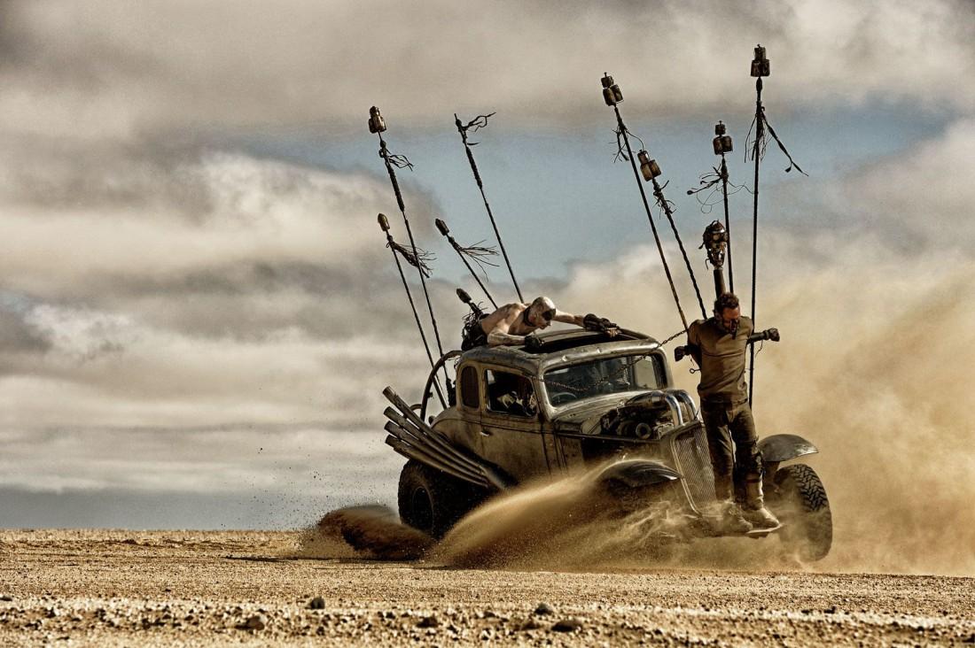 Тома Харди реально привязанным к машине катали по пустыне