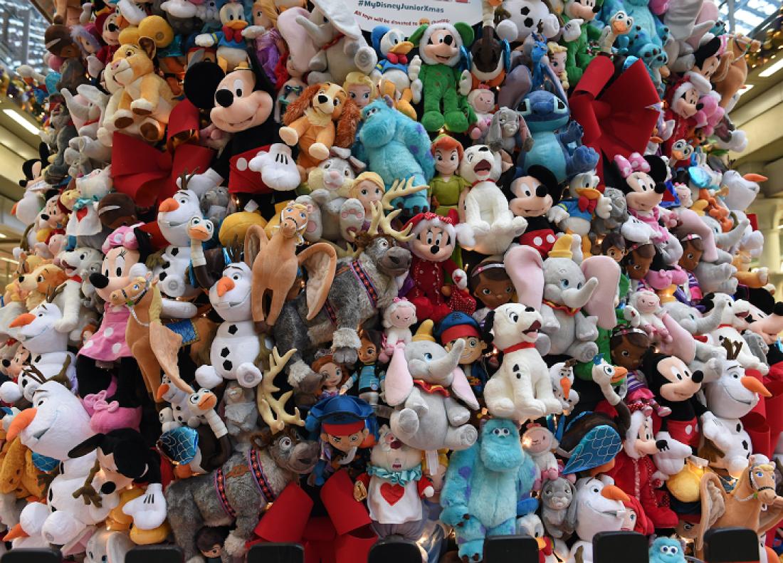 Это не свалка игрушек. Это елка Disney Land (Лондон, 2015)