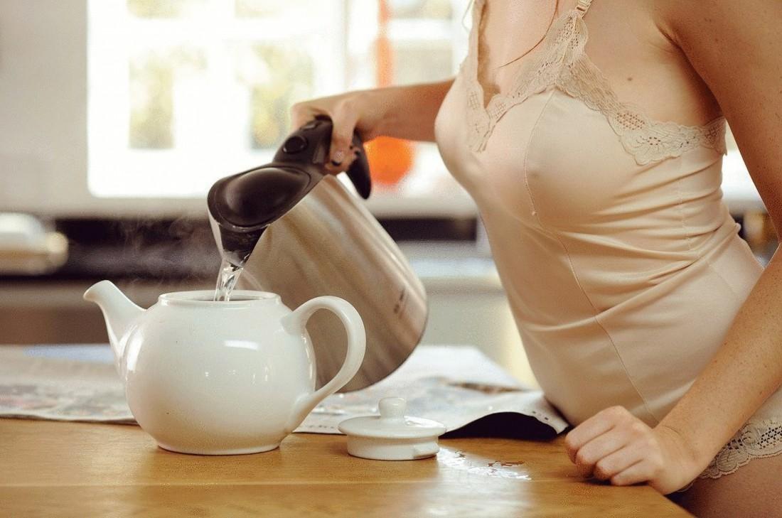 В холодный сезон налегай на теплый чай. Желательно с медом или лимоном