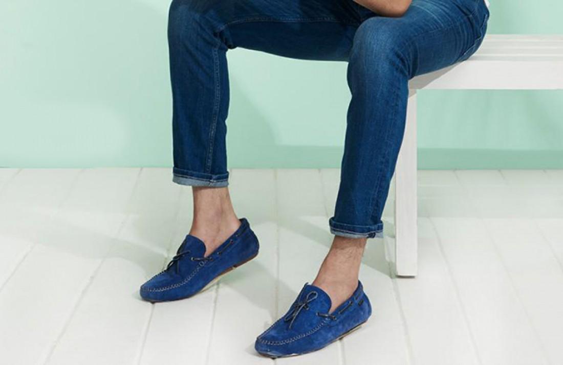Синяя обувь хороша с джинсами