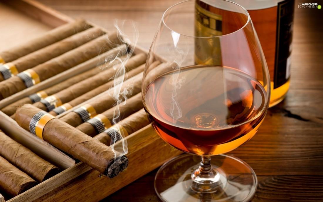 Закусывать виски принято сигарами
