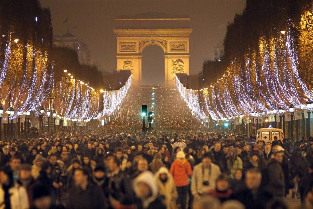 Триумфальная арка — тоже отличное место для выпивания шампанского на Рождество