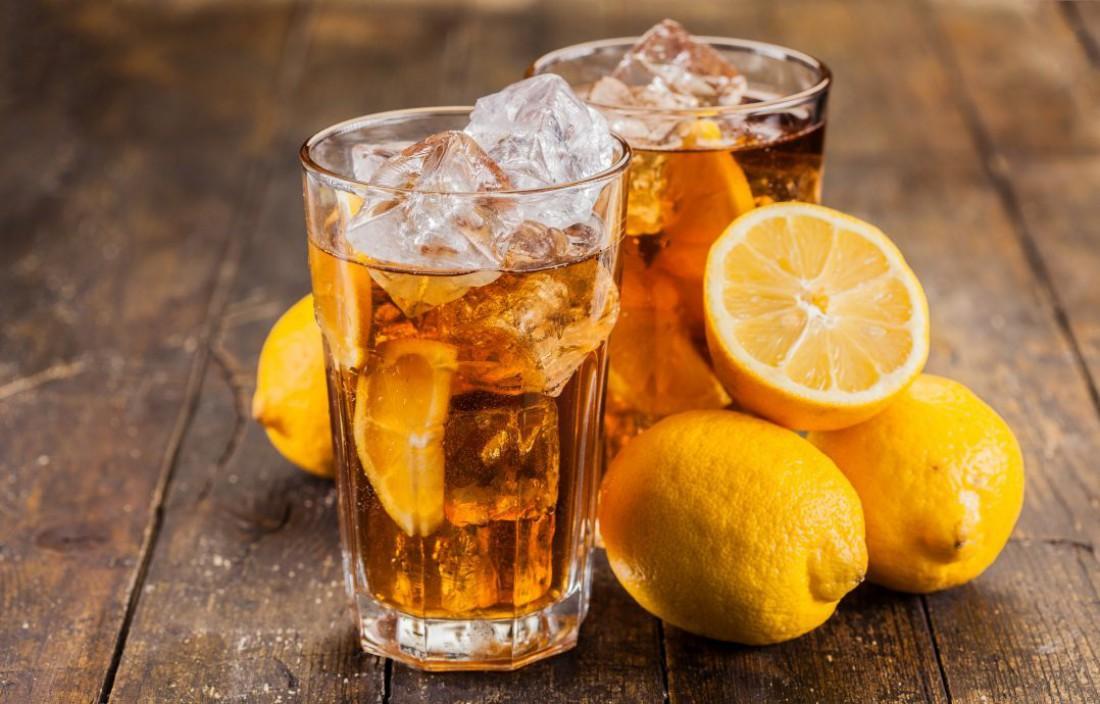 Холодный чай с лимоном — освежающий напиток, богатый антиоксидантами