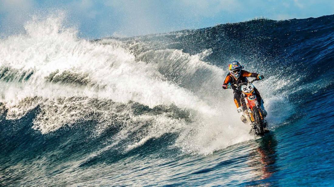 Езда на мотоцикле по воде — серфинг XXI века