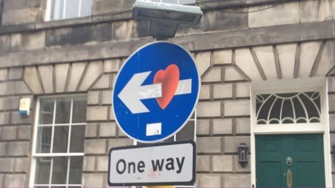 а этот знак разбивает сердца