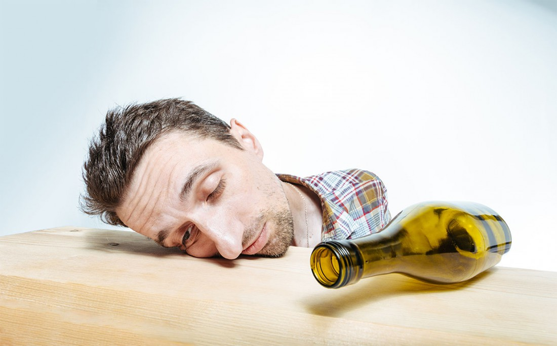 Не пей перед сном — и будешь по утрам просыпаться счастливым