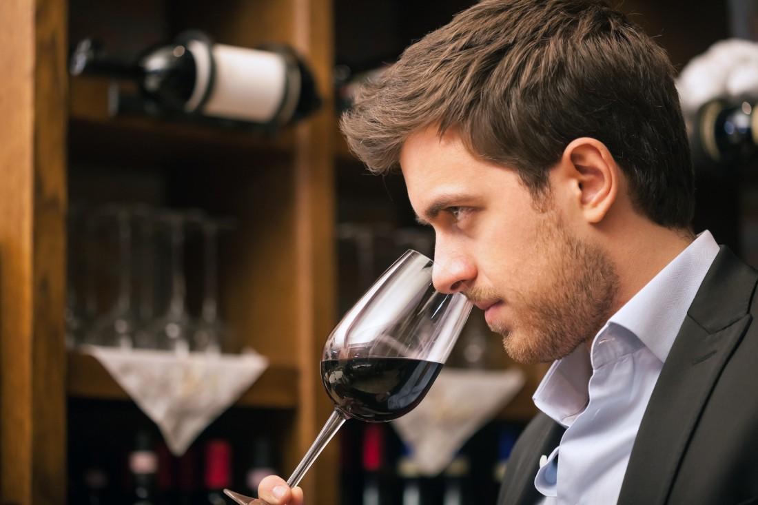 Прежде, чем покупать дорогое вино, убедись, что это не подделка