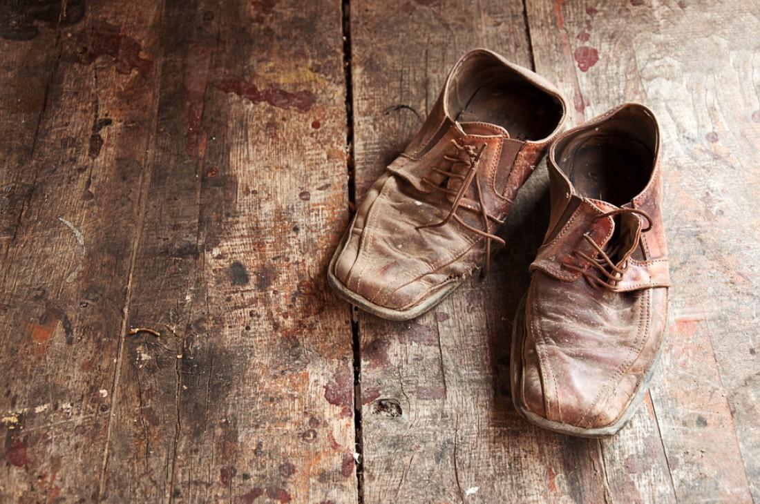 Старую обувь — вон из дома. Особенно если она устала, и родом из 90-х
