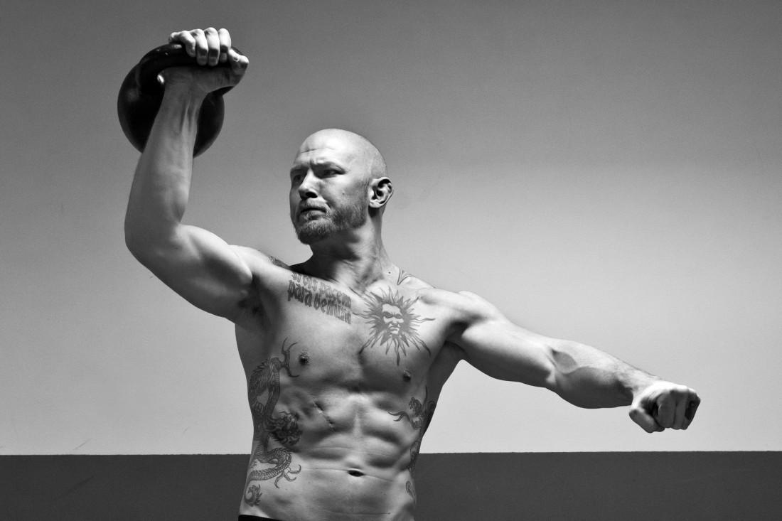 Тренируешься с гирей — жди четко очерченных подвижных мускул