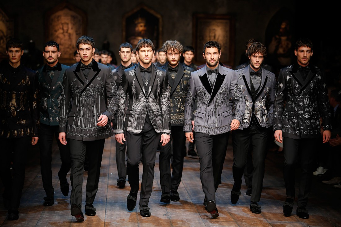 Яркий пиджак и стильная начищенная обувь - твой способ быть ярким и запоминающимся