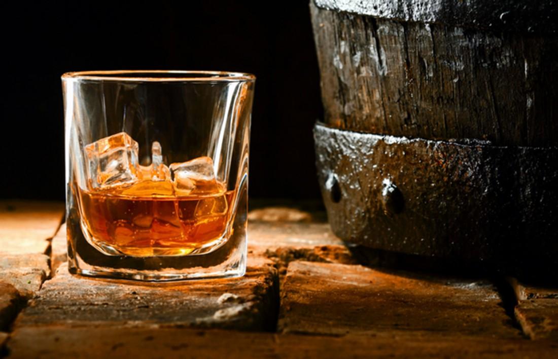 А как ты пьешь виски: со льдом или разбавляешь водой?