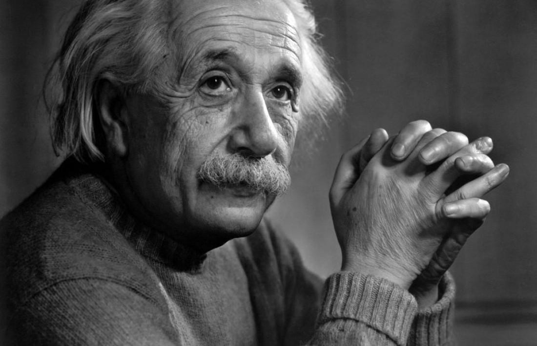 Альберт Эйнштейн. Его именем названы планшеты и модуль ИИ
