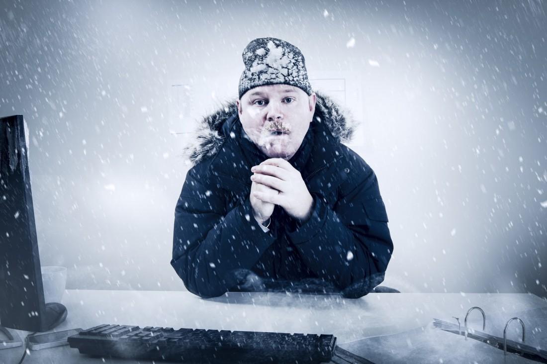 Холодно в офисе? Принеси туда теплые вещи. Или горячительные напитки